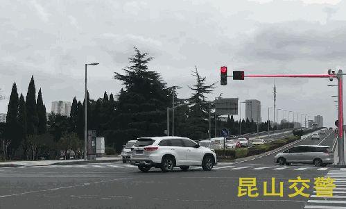 昆山市启用新型Plus版信号灯  极大解决视线完全被遮挡问题空心砌块机